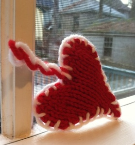 Finished small knit red heart