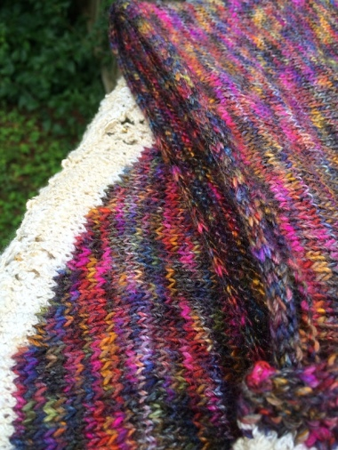 close up of i-cord bind-off along edge of Bermudiana Shawl
