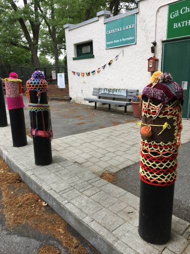 Lake-pillar-yarn-bomb2
